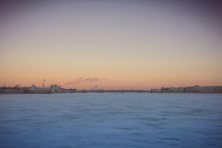 #San Petersburgo al atardecer desde el #río Nevá. © Ricardo Gutiérrez
