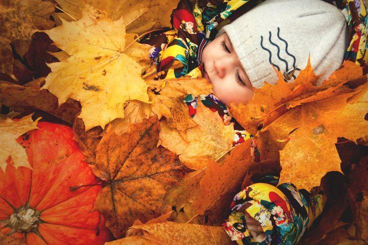 Autumn baby photo idea