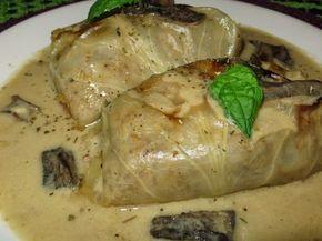 Gołąbki mięsne z kaszą gryczaną w sosie grzybowym.