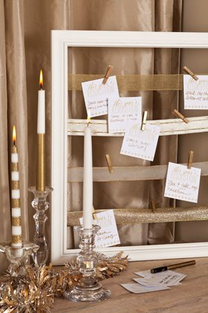 Share your resolutions for the new year with these custom cards and a reclaimed frame.