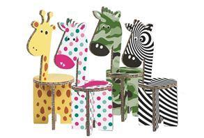 ZOË è una linea di sedute in cartone alveolare prodotta da Staff s.r.l. e progettata da Carlotta Bandiera