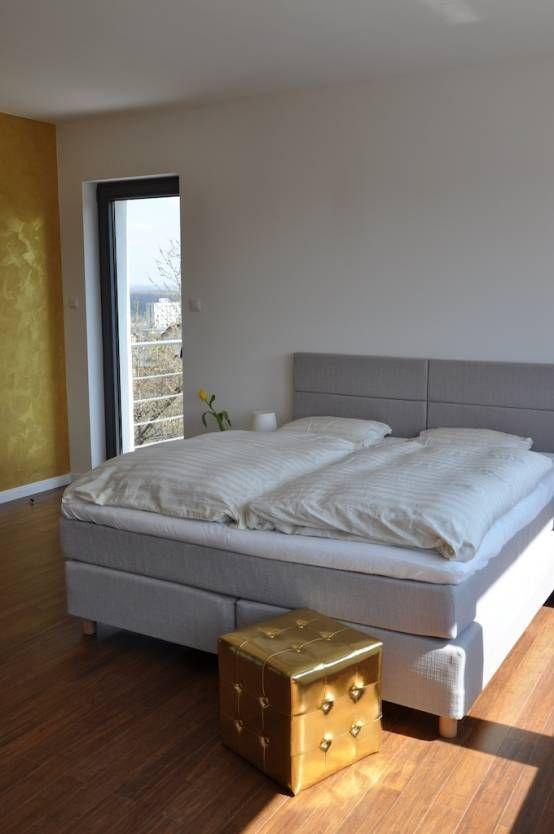 Sypialnia glamour, złota sypialnia, nowoczesna sypialnia. Zobacz więcej na: https://www.homify.pl/katalogi-inspiracji/38967/niespodziewane-glamour