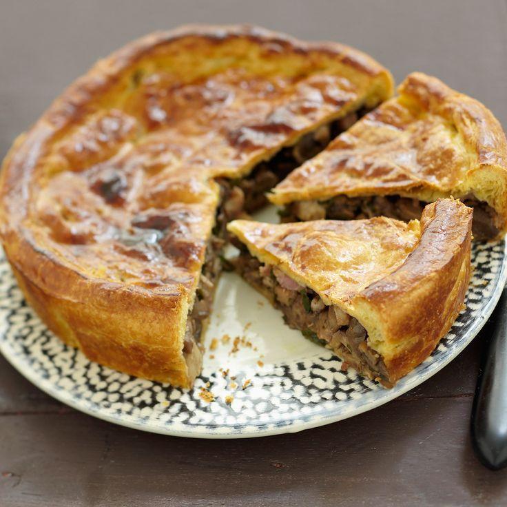 Découvrez la recette Tourte aux champignons des bois sur cuisineactuelle.fr.