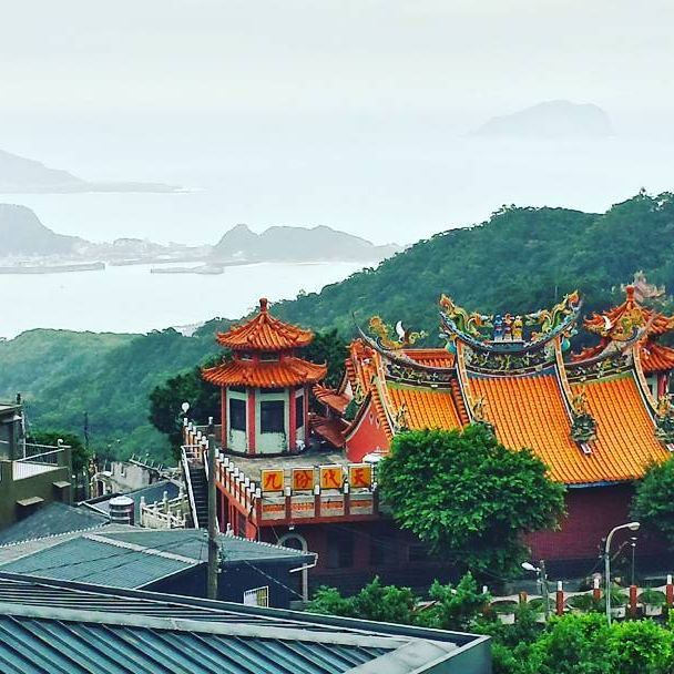 If you like markets and a good view, go to Jiufen in Taiwan, beautifullllll. Se gostas de mercados passa por Jiufen em Taiwan, vale a pena :-)