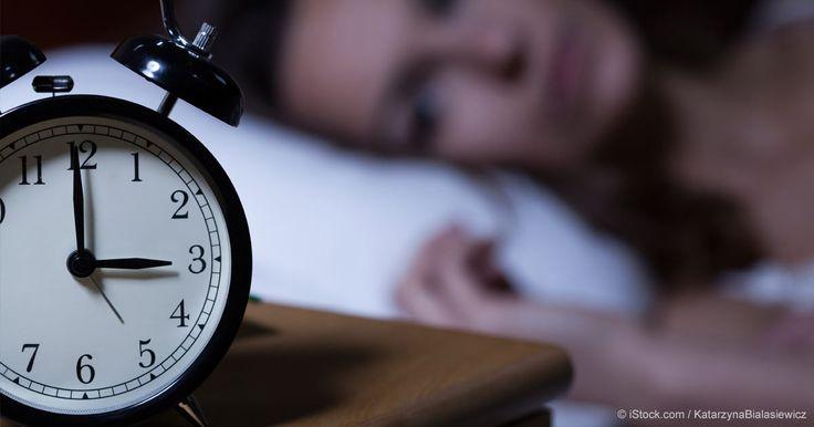 Descubra las causas más comunes de insomnio y por qué las pastillas para dormir no funcionan. http://articulos.mercola.com/sitios/articulos/archivo/2015/08/27/dr-naime-habla-del-sueno.aspx