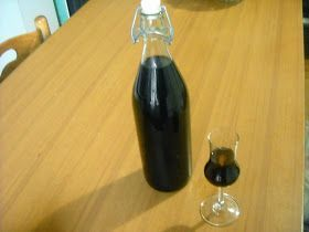 Pentole e vecchi merletti: Liquore di more