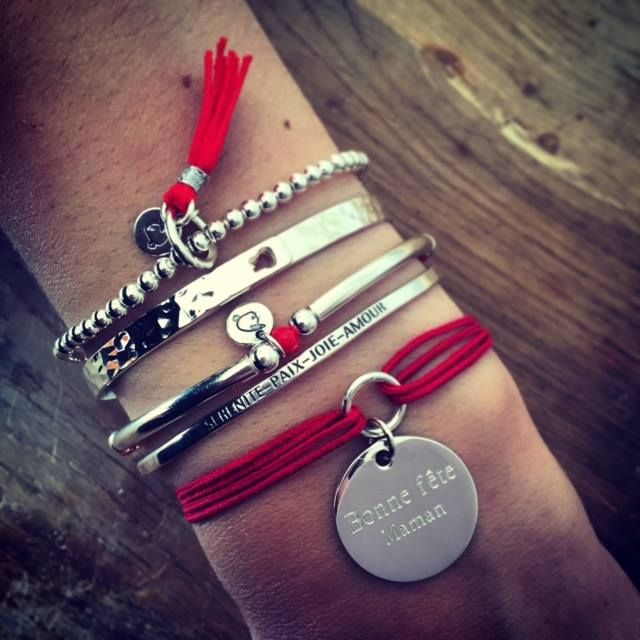 Composition de bracelets argent et rouge - l'Atelier d'Amaya #bijoux #argent #pompons #personnalisation