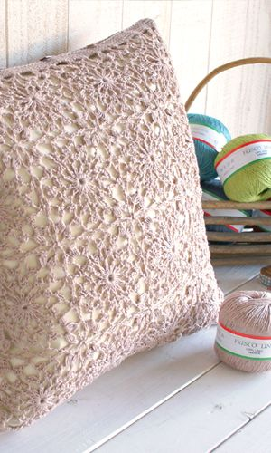 Crochet cushion cover of lacy squares. Free pattern - diagram/Japanese.