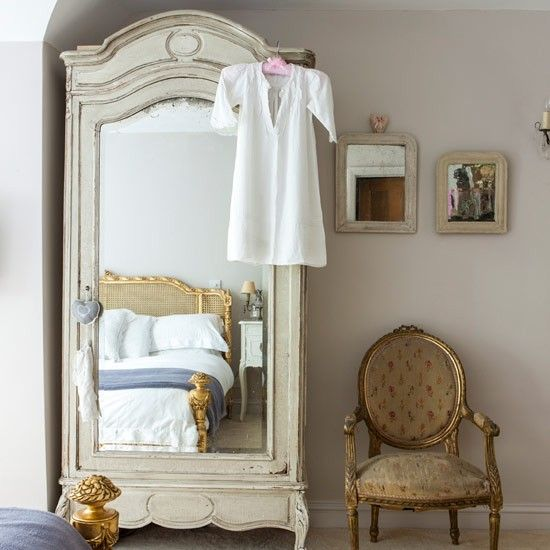 Traditional-style bedroom with mirrored furniture