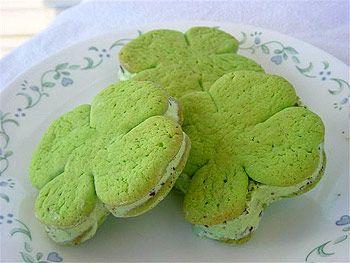 Shamrock Ice Cream Sandwiches: Sugar Cookies, Food Ideas, Ice Cream Sandwiches, Mint Chocolates Chips, Shamrock Ice, St. Patrick'S Day, Fun Things, Icecream, Kids Recipes