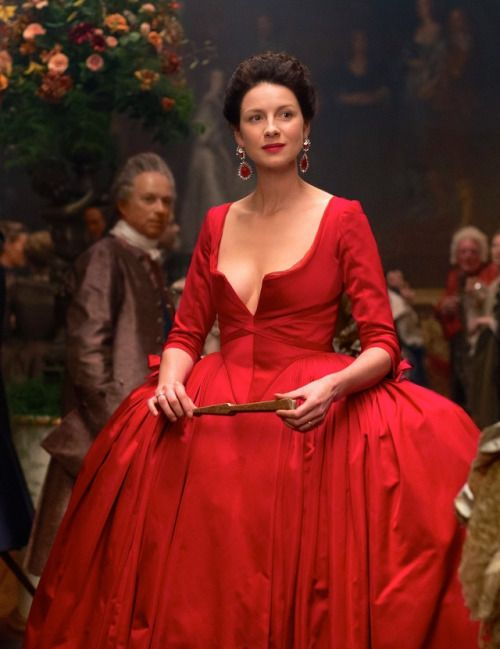 Caitriona Balfe as Claire Fraser in Outlander (TV Series, 2016).