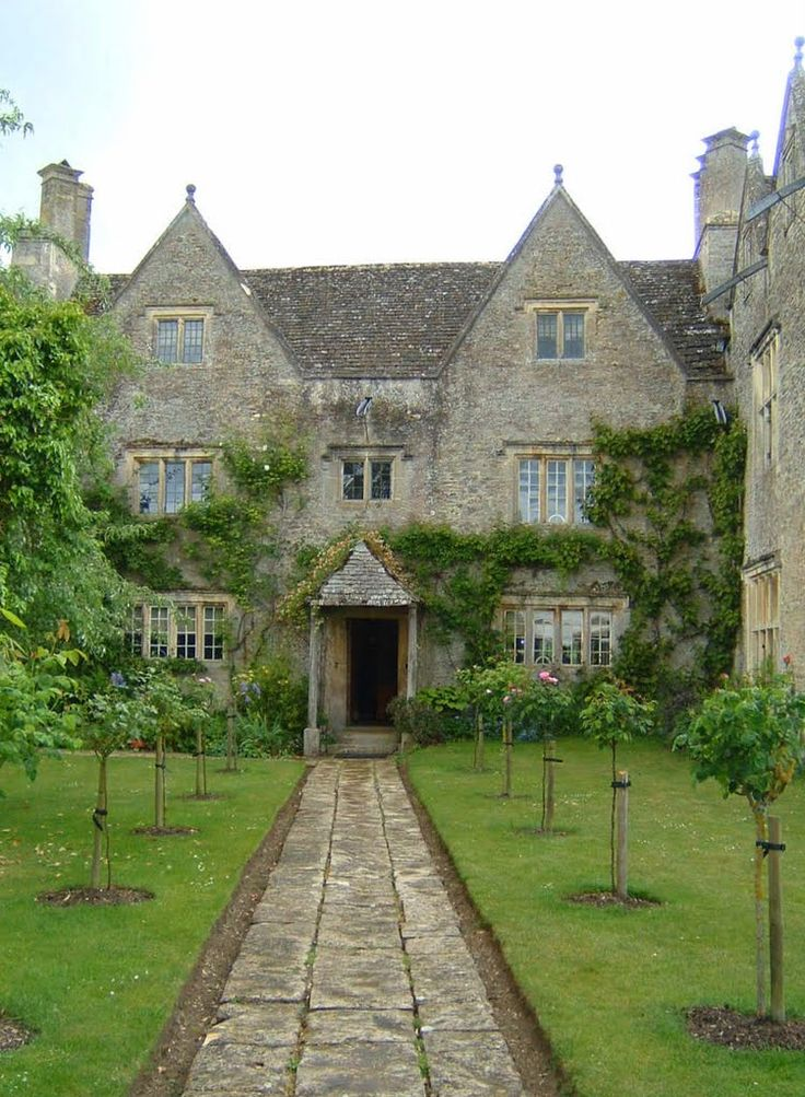 Kelmscott Manor in Oxfordshire was the home of William Morris. Poet, Pre-Raphaelite painter, craftsman and social reformer. He moved here in 1871 and is buried beneath a stone slab in the churchyard The house is open to the public in the Summer