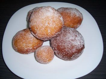 DOUGHNUTS WITH CREAM