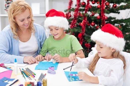 Baixar - Família no Natal, fazendo cartões — Imagem de Stock #14292961