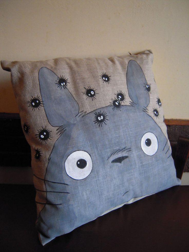 Cushion 40x40 cm, hand painted with colors for fabric Cuscino 40x 40 cm, dipinto a mano con colori per la stoffa                                                                                                                                                                                 Más