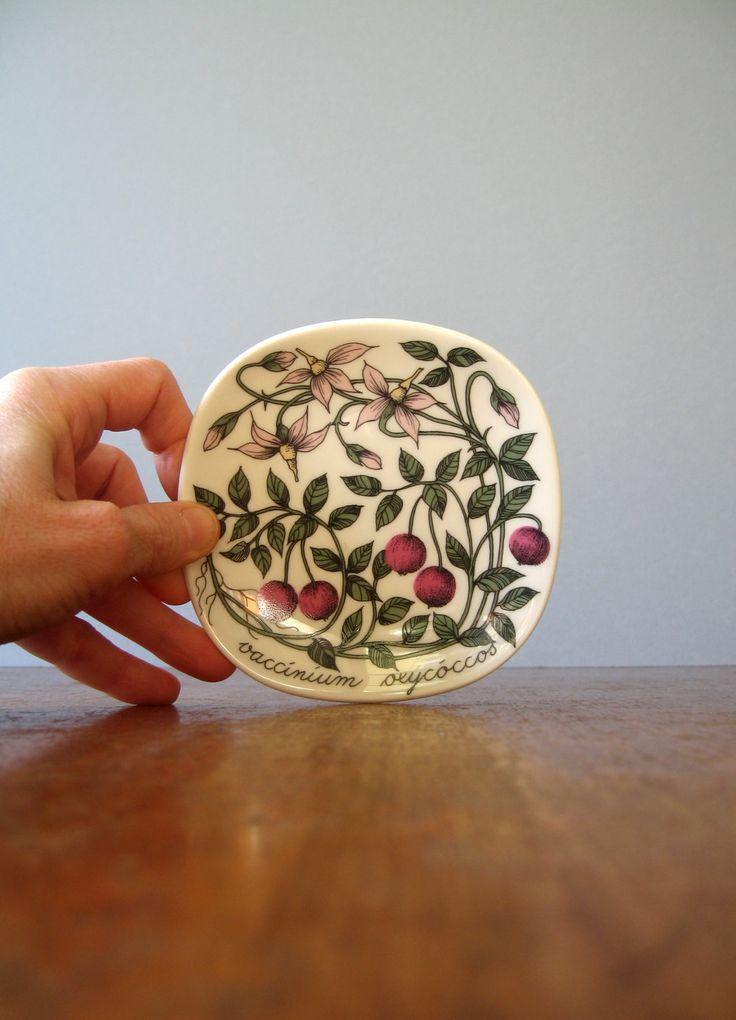 "Arabia Finland Botanica Plate - Esteri Tomula ""Vaccinium Oxycoccos"". $39.00, via Etsy."