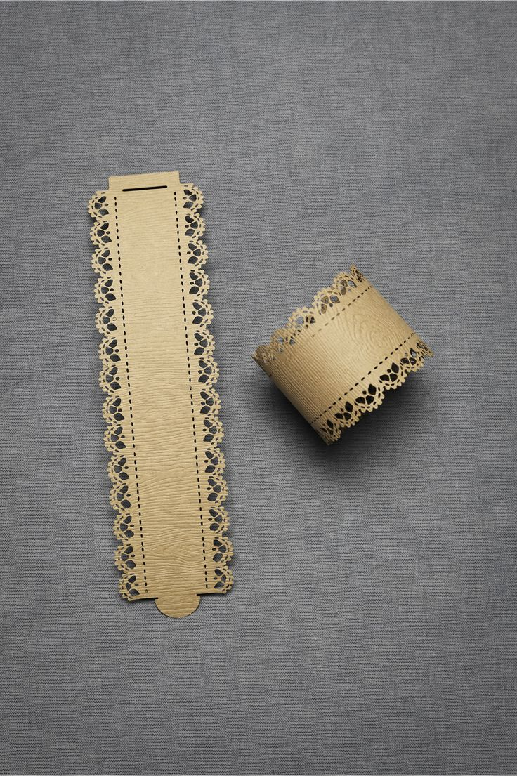 love these paper napkin rings. I could make my own!!