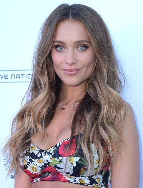 Hannah Jeter Long Wavy Cut - Hannah Jeter glammed up her look with this long…