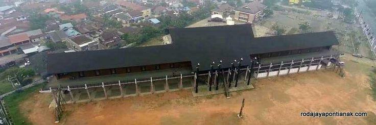Rumah Radangk ( Rumah adat dayak) Pontianak