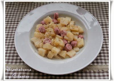 Patatas al ajillo con salchichas (Microondas)