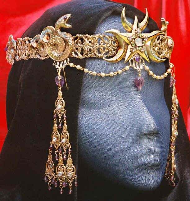 Crown for Nymeria who lead her people from the Rhoyne to Dorne