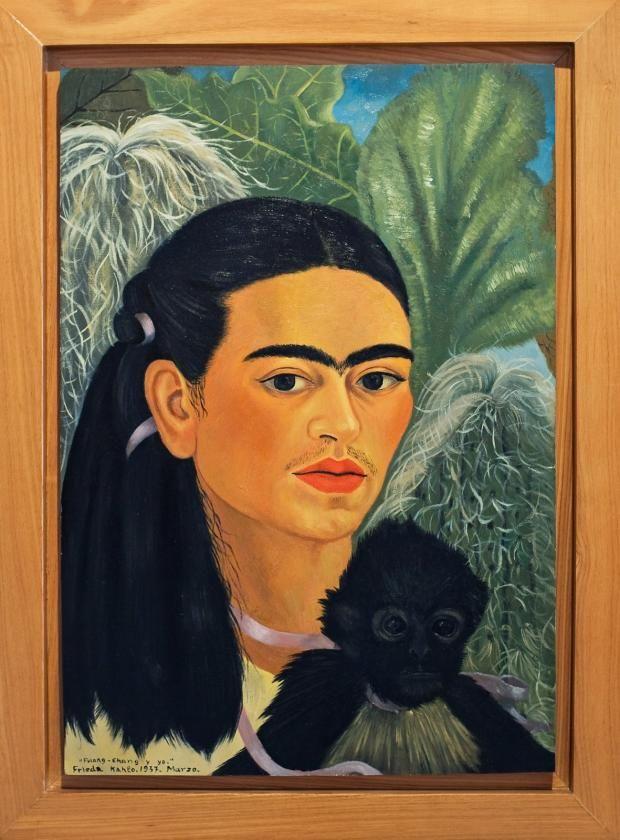 "© Banco de México Diego Rivera & Frida Kahlo Museums Trust / VG Bild-Kunst, Bonn 2016 Replik von Frida Kahlos Selbstporträt: ""Fulang Chang and I"", 1937, Original: 40 cm x 28 cm"