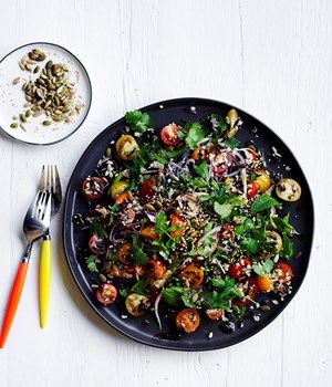 Tomato and mixed-grain salad with black garlic dressing recipe - Cook rice in a saucepan of boiling salted water, adding freekeh after 15 minutes of cooking, until tender (30-35 minutes).