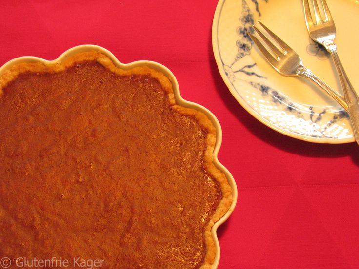 Gluten- og laktosefri pumpkin pie med hjemmelavet græskar puré og kondenseret mælk.