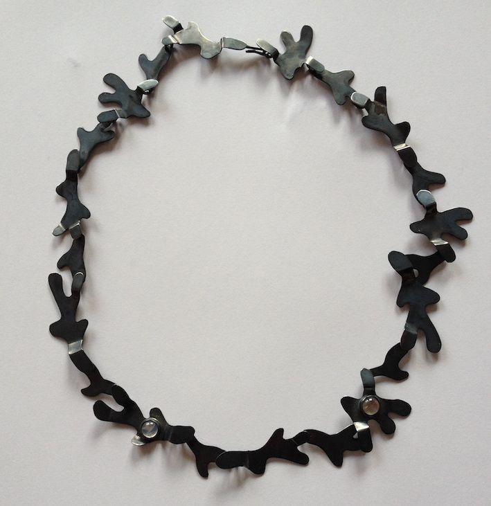 Vinkelform - Halsband silver och månstenar -  • Necklace in silver with Moonstones -