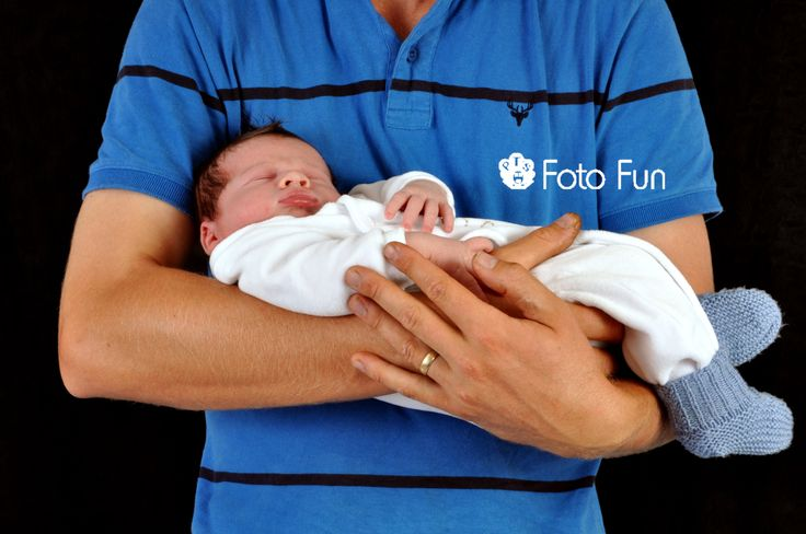 baby boy in dad´s arms