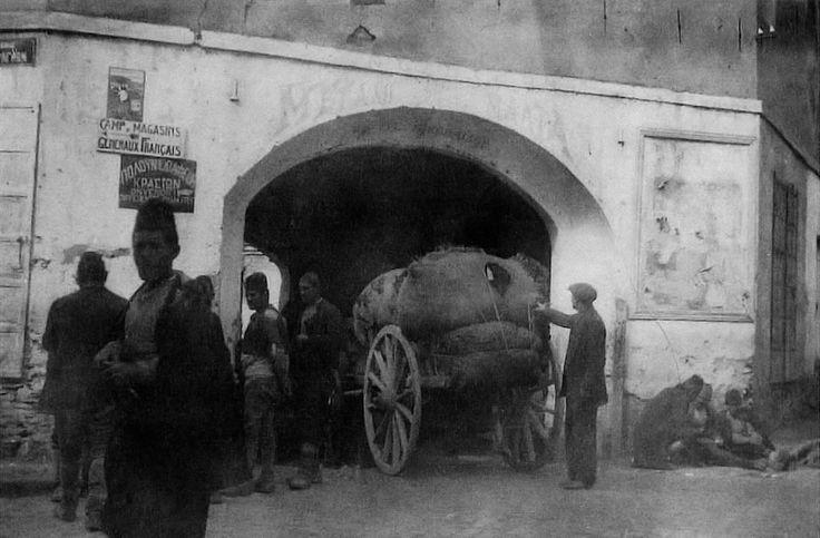 Το χάνι «Μεγάλη Μάλτα» στην οδό Φράγκων το 1915