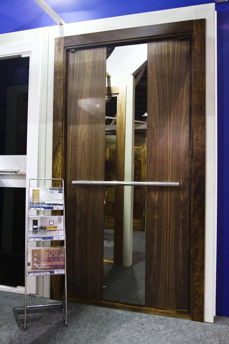 Porta de Entrada - Madeira e Vidro (espelho) - Alto Padrão - Exposta na FEICON Batimat