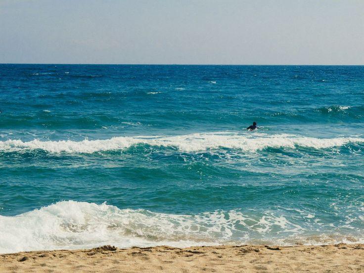 Никогда не наскучит фотографировать море. Особенно, если в нем любимый серфер :) The sea can't be boring to shoot, especially if there is my dear surfer in the frame.