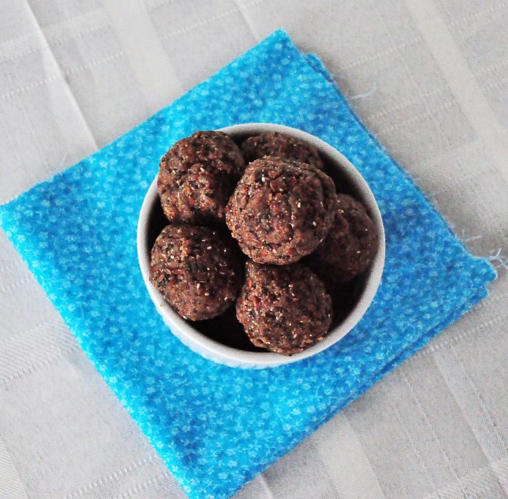 High Protein Energy Bites.  Great for pre or post workouts.  Vegan, gluten free, paleo, dairy free and take 5 minutes to make!
