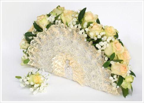 Google Image Result for http://www.flower-arrangement-advisor.com/images/fan_bouquet_6.jpg