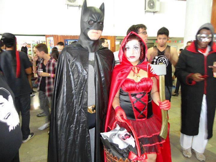 Cosplay de Red Hidding Hood e Batman