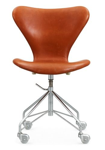 An Arne Jacobsen 'Series 7' desk chair by Fritz Hansen, Denmark, 1960's. Marked FH DENMARK in the steel and labelmarked DANISH FURN.... - Th...