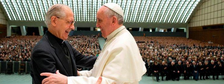 Enge Bande: Jesuitengeneral Adolfo Nicolás mit seinem Ordensbruder, Papst Franziskus, bei einer Audienz im Vatikan