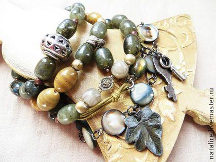 Многослойный браслет `Ключи от старинного сада...` продан). Многослойный браслет 'Ключи от старинного сада...' Состоит из нескольких самостоятельных браслетов, которые можно носить абсолютно произвольно.Все подвески - настоящий винтаж из моей личной коллекции.