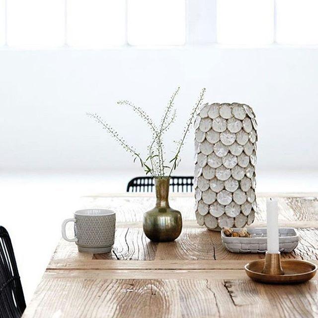 @breeze_gaver_og_interior : Den lekre dotvasen fra House Doctor er en alltime favoritt ♥ Vi har denne og noen mindre varianter med vakre glasurer i butikken ♥ #dotvase #housedoctor #breeze_gaver_og_interior #stavanger #stavangersentrum #interiør #vase : Housedoctordk
