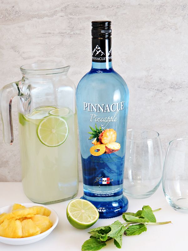 Easy cocktail recipe! Pineapple Vodka Limeade, sponsored by @pinnaclevodka - All you need is Pinnacle Pineapple Vodka, limeade, limes, pineapples, mint, and ice. Perfect for summer! #PinnacleCocktailClub