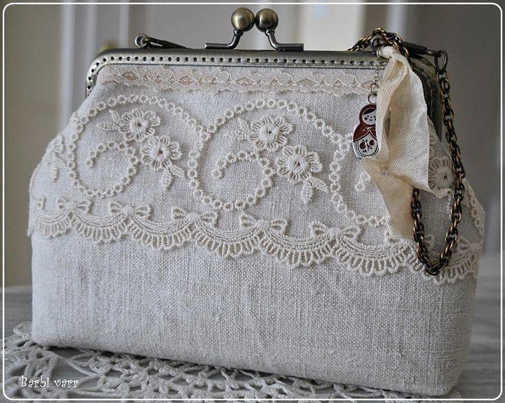 Újabb megkeresést kaptam gyűrűpárna és menyasszonyi táska készítésére. Mindig nagy öröm nekem, ha valaki az én varrományaimat választja a na...
