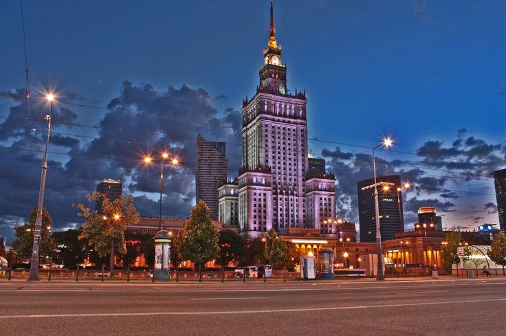 A dziś jesteśmy w Warszawie i proponujemy wybór najlepszego sklepu sportowego ze stolicy - http://sklepysportowe.info/6-sklepy-sportowe-warszawa