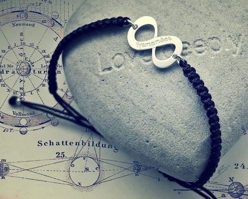 Het infinity symbool heeft wereldwijd de betekenis van oneindigheid. Hoe toepasselijkheid om hierin een naam te laten graveren.