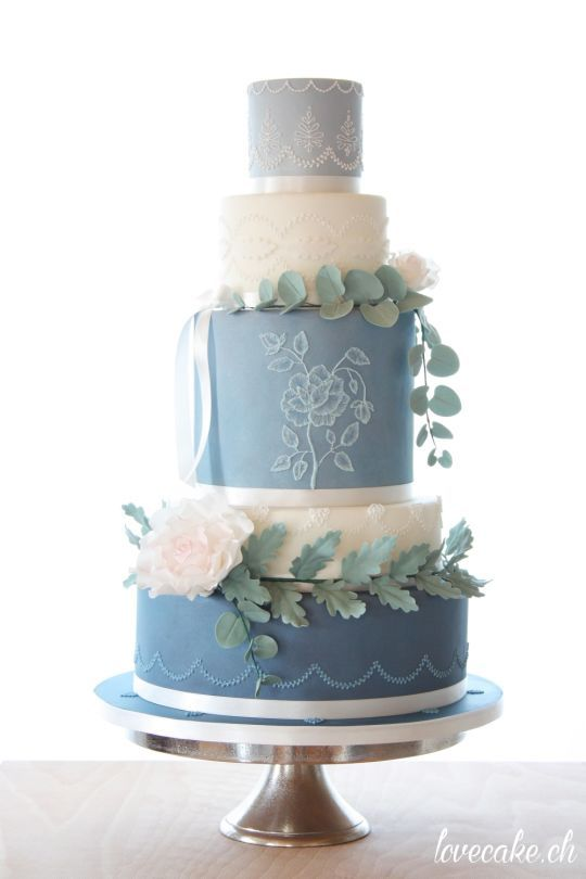Cake Art Competition : 385 best blue and white cakes images on Pinterest White ...