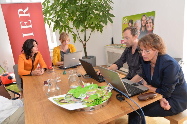 2.9.2013: Eva Glawischnig (Die Grünen) mit Evelyn Peternel (KURIER Online),Daniela Kittner (Innenpolitik), Werenfried Ressl (Social Media)