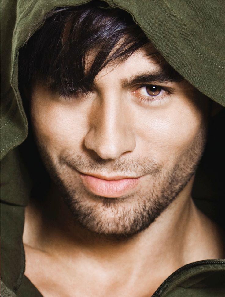Enrique Miguel Iglesias Preysler ou simplesmente Enrique Iglesias é um ator, cantor e compositor espanhol, filho de Julio Iglesias e da modelo filipina Isabel Preysler.