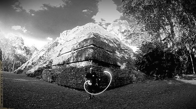 #tikal #balam #lightpainting by #Marko93,   #guatemala #temple  ►►►https://www.facebook.com/marko93darkvapor  F O L L O W·····M Y····L I G H T S ◠◡◠✈►►►  ▬▬▬▬▬▬▬▬▬ღ۩۞۩ღ▬▬▬▬▬▬▬▬▬▬  Tikal   (ou Tik'al selon l'orthographe maya moderne) est l'un des plus grands sites archéologiques et centres urbains de la civilisation maya précolombienne. Elle est située dans la région archéologique du bassin du Petén dans ce qui constitue maintenant le nord du Guatemala. Situé dans le Département du Petén...