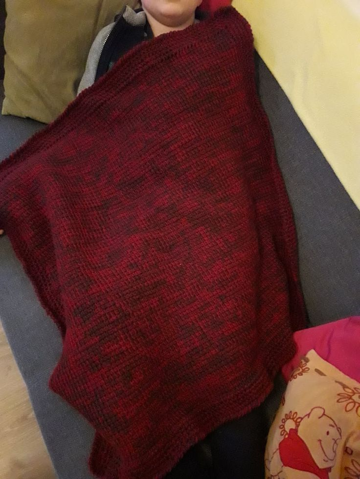 une couverture au crochet au point tunisien et bordure en maille serr e et point crevisse. Black Bedroom Furniture Sets. Home Design Ideas