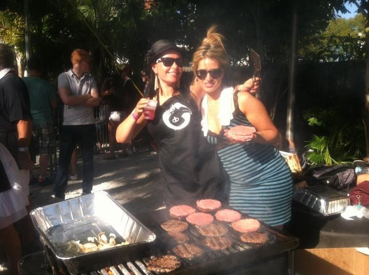 DirtyBird Ladys getting down on the Grill. #BBQ #GirlsGrillen #miami #pointblank